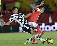 BOGOTÁ -COLOMBIA, 22-03-2014. David Arturo Ferreira (Der.) jugador de Independiente Santa Fe disputa el balón con Alejandro Mancera (Izq.) jugador de Boyaca Chico FC, durante partido por la fecha 12 de la Liga Postobon I-2014, jugado en el estadio Nemesio Camacho El Campin de la ciudad de Bogota. / David Arturo Ferreira (R) jugador of Independiente Santa Fe vies for the ball with Alejandro Mancera (L) player of Boyaca Chico FC during a match for the 12th date of the Liga Postobon I-2014 at the Nemesio Camacho El Campin Stadium in Bogota city. Photo: VizzorImage/ Gabriel Aponte / Staff