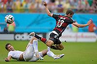 FUSSBALL WM 2014  VORRUNDE    GRUPPE G    in Recife USA - Deutschland                  26.06.2014 Thomas Mueller (re, Deutschland) gegen Omar Gonzalez (USA)
