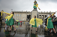 "BOGOTÁ -COLOMBIA. 09-10-2014. Bailarinas  realizan un performance al final de la Marcha por la ""Dignidad de las Víctimas del Genocidio contra La UP"" realizada hoy, 9 de octuber de 2014, en el centro de la ciudad de Bogotá./ Dancers made aperformace at theend ofthe March for the ""Dignity of Victims of Genocide against The UP"" that  took place today, October 9 2014, at downtown of Bogota city. Photo: Reiniciar /VizzorImage/ Gabriel Aponte<br /> NO VENTAS / NO PUBLICIDAD / USO EDITORIAL UNICAMENTE / USO OBLIGATORIO DELCREDITO"