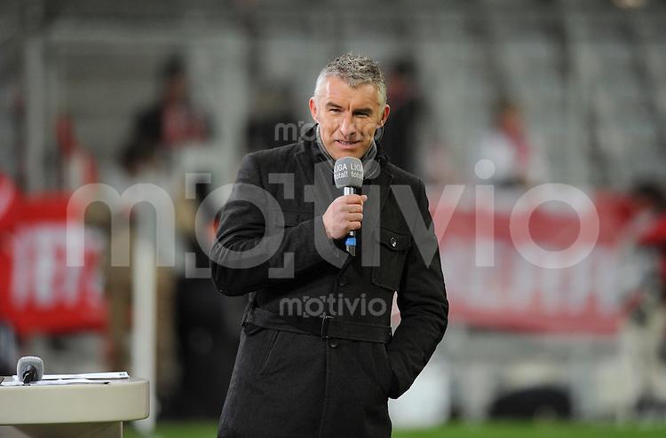 Fussball 1. Bundesliga   Saison   2009/2010  18. Spieltag  15.01.2010 FC Bayern Muenchen  - 1899 Hoffenheim TV -Experte Mirko Slomka mit Mikro