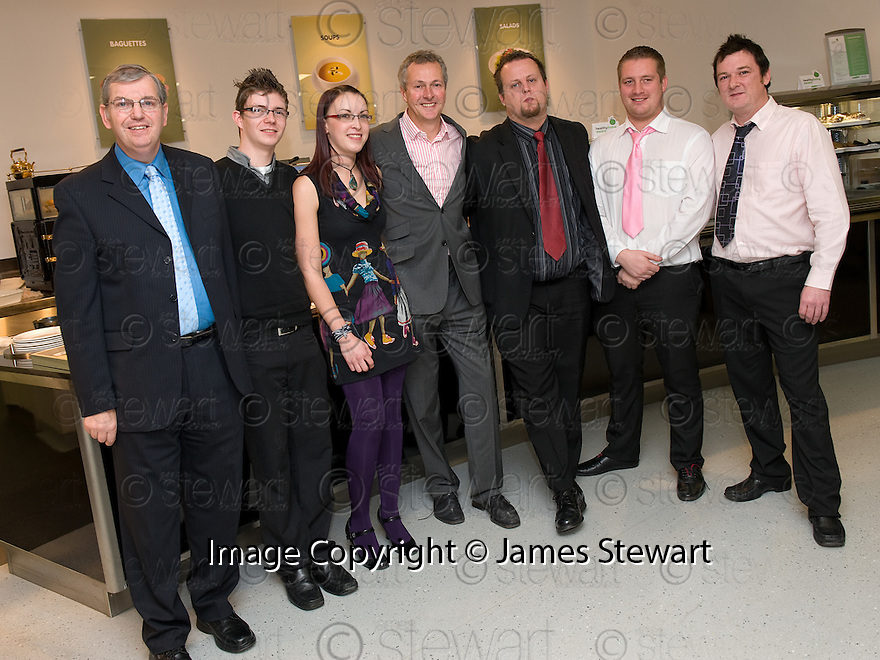 16/11/2010   Copyright  Pic : James Stewart.031_kitchen_opening  .::  SERCO ::  FORTH VALLEY ROYAL HOSPITAL RESTAURANT GRAND OPENING :: CELEBRITY CHEF NICK NAIRN WITH FORTH VALLEY COLLEGE HOSPITALITY STUDENTS  AT THE OFFICIAL OPENING OF THE NEW FORTH VALLEY ROYAL HOSPITAL KITCHEN  ::