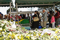 ATENCAO EDITOR FOTO EMBAGADA PARA VEICULO INTERNACIONAL - SAO PAULO, SP, 30 DE SETEMBRO 2012 - SEPULTAMENTO HEBE CAMARGO - durante enterro da apresentadora Hebe Camargo no Cemitério Gethsemani, no Morumbi, Zona Sul de São Paulo, SP, na manhã deste domingo (29). FOTO: ADRIANA SPACA - BRAZIL PHOTO PRESS.
