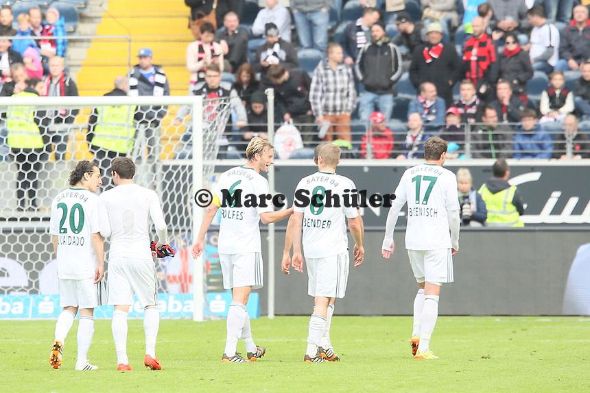 Bayer Leverkusen feiert mit den Fans - Eintracht Frankfurt vs. Bayer Leverkusen, Commerzbank Arena