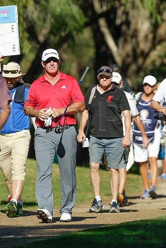 27.02.2016. Perth, Australia. ISPS HANDA Perth International Golf. Peter Lonard (AUS) walks to the third tee on day 3.