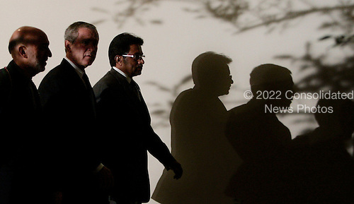 WASHINGTON - SEPTEMBER 27:  (AFP OUT) US President George W. Bush (M) walks with Afghanistan President Hamid Karzai (L) and Pakistani President Pervez Musharraf (R) after speaking in the Rose Garden at the White House September 27, 2006 in Washington, DC. Bush is hosting a meeting between the two leaders. (Photo by Mark Wilson/Getty Images) *** Local Caption *** Hamid Karzai;George W. Bush;Pervez Musharraf