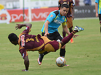 IBAGUE -COLOMBIA-17-ABRIL-2016.Cristian Dájome del Tolima disputa el balón  contra Stalin Motta de  La Equidad  durante partido por la fecha 13 de Liga Águila I 2016 jugado en el estadio Manuel Murillo Toro de Ibagué./ Cristian Dajome player of Tolima fights the ball  with Stalin Motta  of La Equidad during the match for the date 13 of the Aguila League I 2016 played atManuel Murillo Toro stadium in Ibague. Photo: VizzorImage / Juan Carlos Escobar  Contribuidor