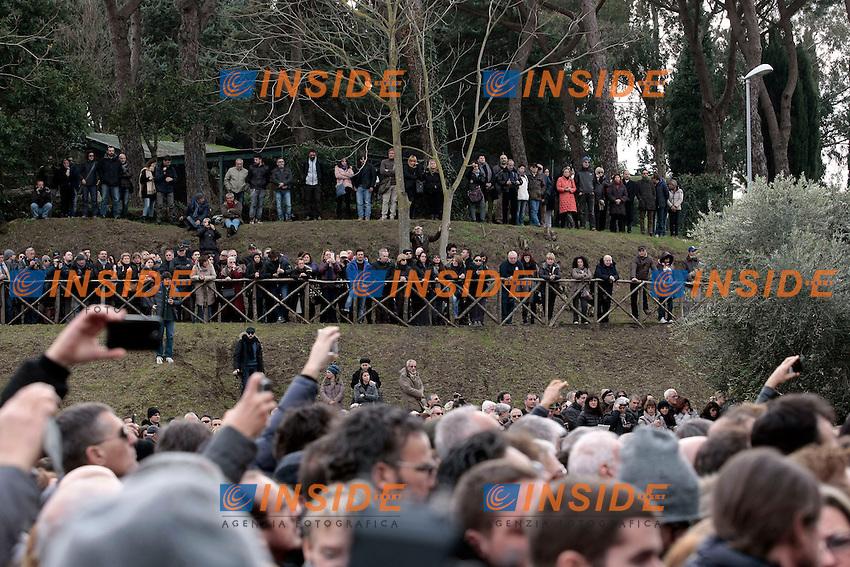 la folla dei fans<br /> Roma 07-01-2015  Santuario del Divino Amore. Funerali del cantante Pino Daniele.<br /> Singer Pino Daniele funeral<br /> Photo Samantha Zucchi Insidefoto