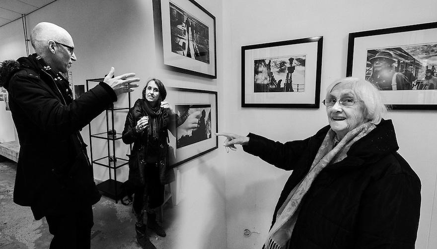 Nederland, Utrecht, 26 maart 2015<br /> Foto expositie bij studio Aykido, Claar en Machteld op bezoek.<br /> <br /> Foto: (c) Michiel Wijnbergh
