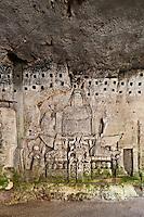 Europe/France/Aquitaine/24/Dordogne/Brantome: <br /> L'abbaye Saint-Pierre de Brantôme est une ancienne abbaye bénédictine - Vestiges du premier monastère aménagé dans le pied de la falaise avec notamment la grotte du Jugement Dernier , Triomphe de la Mort -  bas relief du XV ème siècle,