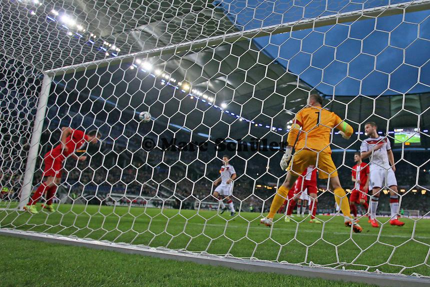 Kopfball von Antonio Rüdiger (D) wird auf der Linie geklärt - Deutschland vs. Polen, WM-Vorbereitung Testspiel, Imtech Arena Hamburg