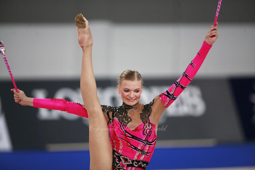 September 19, 2007; Patras, Greece;  Olga Kapranova of Russia balances with clubs at 2007 World Championships Patras. Photo by Tom Theobald. ..