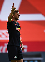 24th May 2020, Opel Arena, Mainz, Rhineland-Palatinate, Germany; Bundesliga football; Mainz 05 versus RB Leipzig; Timo Werner (RB Leipzig)  points for team mates as to the ball given