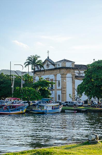 Igreja Matriz de Nossa Senhora dos Remédios no centro histórico, Paraty - RJ, 01/2014.