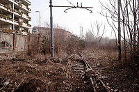 Milano, periferia nord. Ex scalo merci ferroviario Farini. Rotaie, binari in disuso --- Milan, north periphery. Freight railway yard Farini. Abandoned tracks