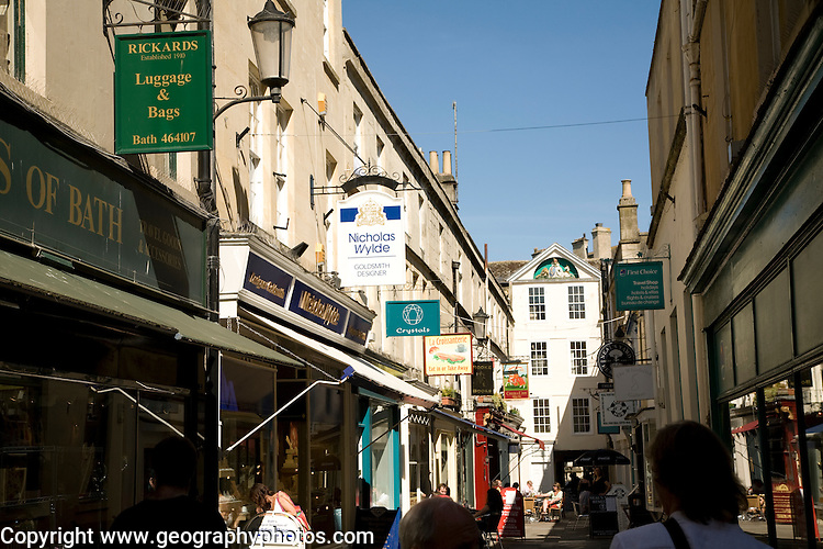 Shops and shoppers, Northumberland Passage, Bath