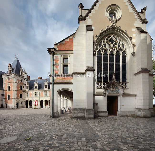 Louis XII wing (left), built 1498-1500 in Gothic style with some Renaissance elements, and Chapelle Saint-Calais, seen from the courtyard of the Chateau Royal de Blois, built 13th - 17th century in Blois in the Loire Valley, Loir-et-Cher, Centre, France. The chapel was built 1498-1508 and consecrated in 1508 by Antoine Dufour, bishop of Marseille. The chateau has 564 rooms and 75 staircases and is listed as a historic monument and UNESCO World Heritage Site. Picture by Manuel Cohen