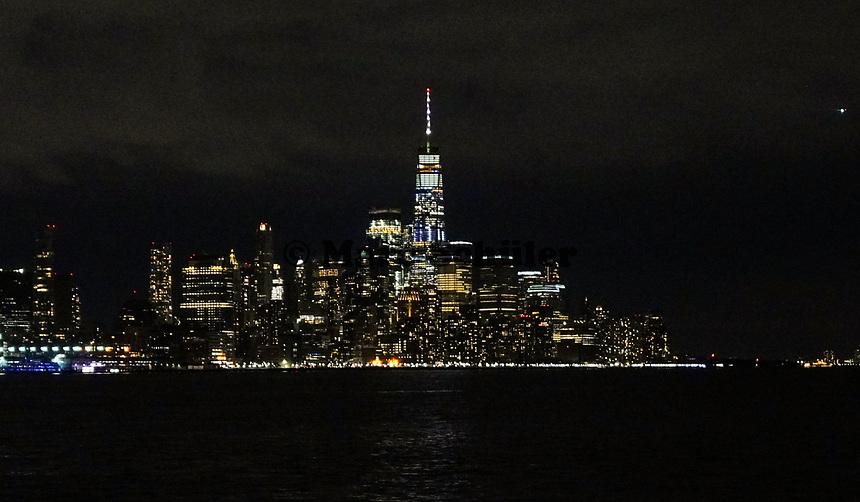 Skyline von New York mit dem Freedom Tower vom Pier am Frank Sinatra Drive in Hoboken aus gesehen - 08.12.2019: New York