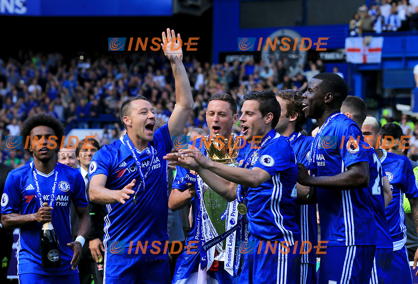Chelsea defender John Terry (26) celebrates winning the Premier League Trophy during the Premier League match between Chelsea and Sunderland at Stamford Bridge on May 21st 2017 in London, England. <br /> Festeggiamenti Chelsea vittoria Premier League <br /> Foto Leila Cocker/PhcImages/Panoramic/Insidefoto