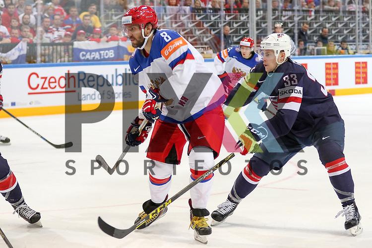 USAs Coyle, Charlie (Nr.33)(Minnesota Wild) im Zweikampf Russlands Nr.8 im Spiel IIHF WC15 Russia vs. USA.<br /> <br /> Foto &copy; P-I-X.org *** Foto ist honorarpflichtig! *** Auf Anfrage in hoeherer Qualitaet/Aufloesung. Belegexemplar erbeten. Veroeffentlichung ausschliesslich fuer journalistisch-publizistische Zwecke. For editorial use only.