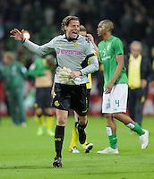 FUSSBALL   1. BUNDESLIGA   SAISON 2011/2012    9. SPIELTAG  14.10.2011 SV Werder Bremen - Borussia Dortmund                  SCHLUSSJUBEL Dortmund:  Torwart Roman Weidenfeller
