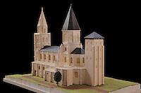 reconstitution de la coll&eacute;giale au temps de Saint Louis. maquette r&eacute;alis&eacute;e par les d&eacute;tenus de la maison centrale de Poissy, avec les conseils de l'association &quot;Sauvegarde et Animation du Patrimoine Sacr&eacute;&quot; et du Cercel d'Etude Historiques et Arch&eacute;ologiques (CEHA) de Poissy<br /> Tour occidentale: les quatre niveaux inf&eacute;rieurs sont du XIe s (Robert II le pieux)<br /> Les deux etages sup&eacute;rieurs et la fl&egrave;che sont du XIIe si&egrave;cle<br /> On aper&ccedil;oit les trois entr&eacute;es monumentales de l'&eacute;glise du XIeme si&egrave;cle, nord et ouest, vers l'enceinte du ch&acirc;teau, sud tourn&eacute;e vers la ville<br /> au XIIe si&egrave;cle, l'&eacute;glise est reconstruite, ces entr&eacute;es ne sont plus utilis&eacute;es<br /> Tour fortifi&eacute;e. un avant fort du ch&acirc;teau dansant du XIVeme si&egrave;cle, remplace par une chapelle de chevet, et au XIXe sieclepar la chapelle semi-circulaire qui existe toujours<br /> <br /> Collegiale Notre-Dame de Poissy,