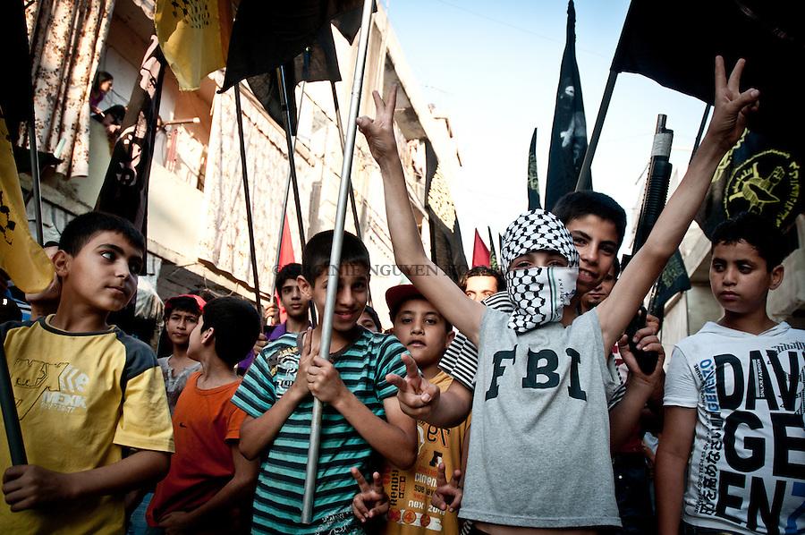 Des refugies palestiniens ont organise une marche dans le camp de Shatila afin d'honorer les 23 victimes de la veille lors des manifestations dans le Golan pour la commémoration de la Naksa...Palestinian refugees staged a march in the Shatila camp to honor the 23 victims of yesterday during the demonstrations of the Golan to commemorate the Naksa...
