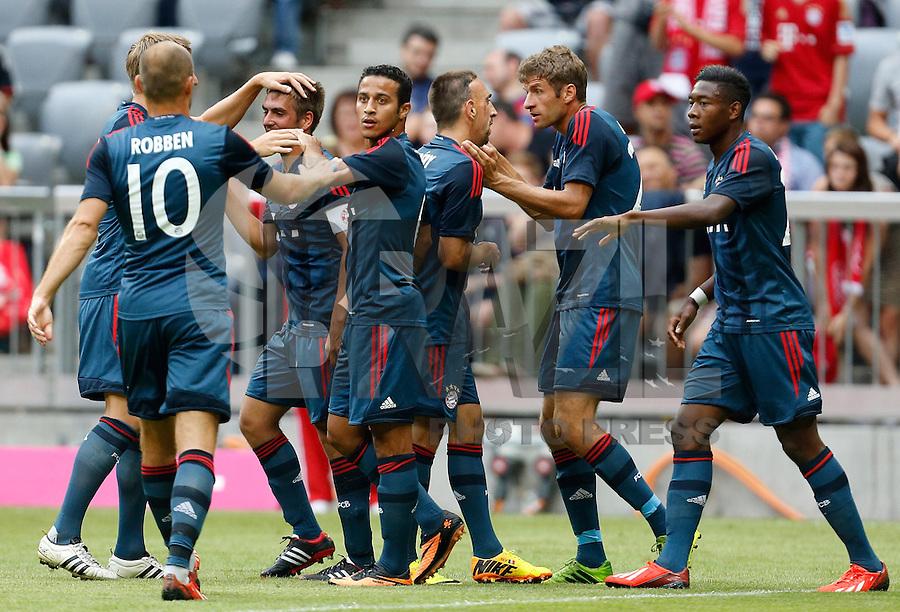 MUNIQUE, ALEMANHA, 24.07.2013 - AMISTOSO INTERNACIONAL - BAYERN DE MUNIQUE X BARCELONA - Jogadores do Bayern de Munique comemora gol contra o Barcelona em partida amistosa no Allianz Arena em Munique na Alemanha, nesta quarta-feira, 24. O Bayern de Munique venceu por 2 a 0.(Foto: Pixathlon / Brazil Photo Press).