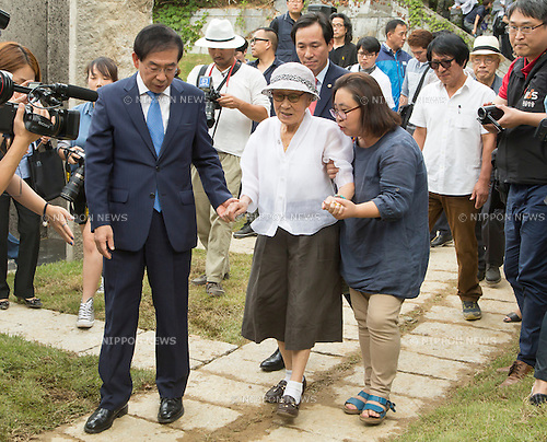 Kim Bok-dong and Park Won-soon, Aug 29, 2016 : Kim Bok-dong (C), who said that she was forced to become a sex slave by Japanese army during World War II, and Seoul Mayor Park Won-soon (L) attend an opening ceremony for a park commemorating the victims of Japan's sexual enslavement during Japan's occupation of the Korean Peninsula (1910-45), on Mount Nam in Seoul, South Korea. The Seoul Metropolitan Government and a committee which is charge of building the memorial park held the ceremony on Monday, which  marks the 106th anniversary of the colonization. The place of the memorial park is the former residence of Japan's colonial-era resident-general, where the annexation treaty between Korea and Japan was signed on August 22, 1910. The treaty went into effect one week later. (Photo by Lee Jae-Won/AFLO) (SOUTH KOREA)