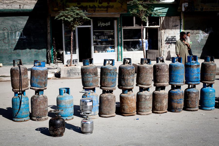 One of the consequence of the war is the shortage of gaz and petrol that have doubled price..Une des conséquences de la guerre est la pénurie de gaz et de pétrole qui a doublé de prix.