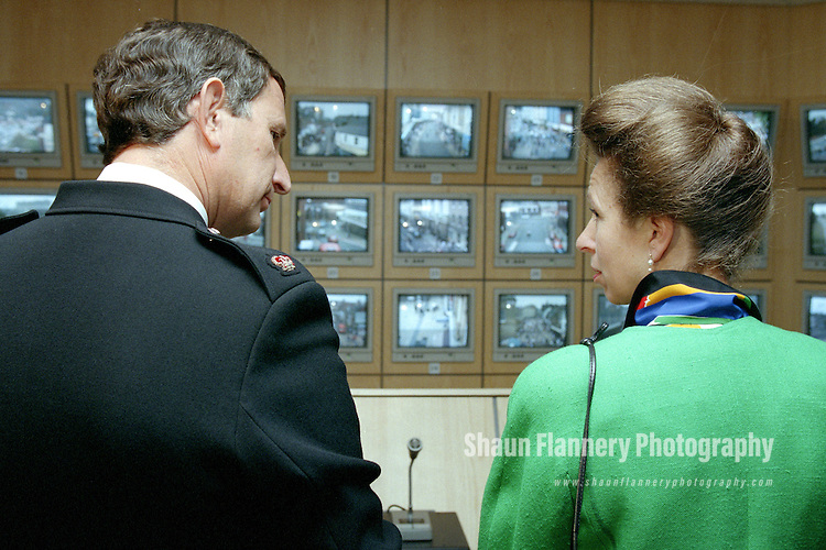 Pix: Shaun Flannery/shaunflanneryphotography.com...COPYRIGHT PICTURE>>SHAUN FLANNERY>01302-570814>>07778315553>>..13th October 1995..HRH Princess Ann visits the CCTV room at Doncaster Police Station.