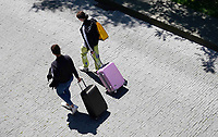 Nederland - Amsterdam - Juli 2020.  Toeristen in Amsterdam.  Foto ANP / Hollandse Hoogte / Berlinda van Dam