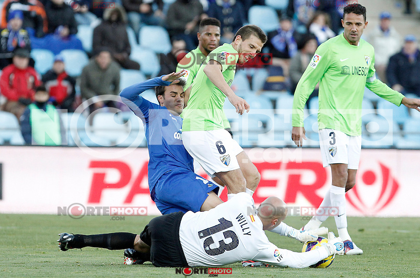 Getafe's Pedro Leon (l) and Malaga's Willy Caballero (d) and Ignacio Camacho during La Liga match.December 01,2012. (ALTERPHOTOS/Acero) ©/NortePhoto