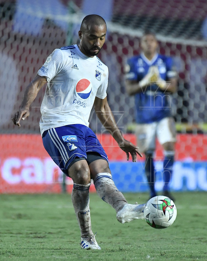 CALI - COLOMBIA, 21-04-2019: Luis Payares de Millonarios en acción durante partido por la fecha 17 de la Liga Águila I 2019 entre América de Cali y Millonarios jugado en el estadio Pascual Guerrero de la ciudad de Cali. / Luis Payares of Millonarios in action during match for the date 17 as part of Aguila League I 2019 between America Cali and Millonarios played at Pascual Guerrero stadium in Cali. Photo: VizzorImage / Gabriel Aponte / Staff