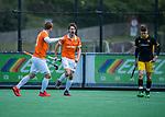 BLOEMENDAAL -  Florian Fuchs (Bldaal) brengt de stand op 1-0   tijdens de hoofdklasse competitiewedstrijd hockey heren,  Bloemendaal-Den Bosch (2-1).   rechts Jelle Galema (Den Bosch), links Floris Wortelboer (Bldaal) .  COPYRIGHT KOEN SUYK