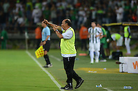 MEDELLÍN -COLOMBIA-31-01-2015. Alvaro de Jesus Gomez tácnico de Aguilas Pereira da instrucciones durante partido con Atlético Nacional por la fecha 1 de la Liga Aguila I 2015 jugado en el estadio Atanasio Girardot de la ciudad de Medellín./ Alvaro de Jesus Gomez coach of Aguilas Pereira gives directions during the match against Atletico Nacional for the  first date of the Aguila League I 2015 at Atanasio Girardot stadium in Medellin city. Photo: VizzorImage/León Monsalve/STR