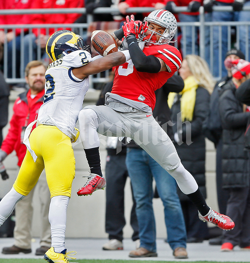 Ohio State Buckeyes wide receiver Devin Smith (9) cannot pull down a reception as Michigan Wolverines defensive back Blake Countess (2) provides defense in a late second quarter playat Ohio Stadium on November 29, 2014. (Chris Russell/Dispatch Photo)