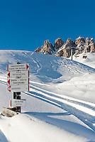 Italy, Alto Adige - Trentino, South Tyrol, above Selva di Val Gardena: ski run at Passo Gardena (2.585 m) and Gruppo del Cir mountains | Italien, Suedtirol, Groednertal, oberhalb Wolkenstein, abseits der Skipiste am Groednerjoch (2.585 m) unterhalb der Cirspitzen