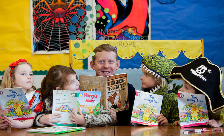 Taggart and River City star Colin McCredie reads much-loved children's books at Broomhill Primary, Glasgow as part of Broomhill Primary's book week celebrations.  Left- Eve Anderson Maisie McCredie, Calum Hill, Iain Wyper at Broomhill primary   at Broomhill primary   .Picture: Johnny Mclauchlan News and Sport (Europe)31/10/2011
