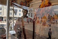 Addis abeba, macellaio nel suo chiosco, butcher in his shop.