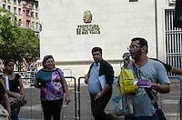 SAO PAULO, SP 11 DE SETEMBRO DE 2013 - PROTESTO PROFESSORES - Liderança da APEOESP e professores da rede pública de ensino realizam protesto contra o descaso com a educação pública epor melhores condições de trabalho, em frente a sede da Prefeitura, região central capital, na manhnã desta terça feira, 11. FOTO: ALEXANDRE MOREIRA / BRAZIL PHOTO PRESS