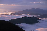 Europe/France/Aquitaine/64/Pyrénées-Atlantiques/Plateau d'Iraty: L'aube sur les Pyrénées depuis le plateau