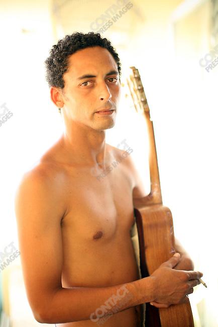 ©2008 David Burnett / Contact Press Images..July 16 2008.Havana, Cuba.©2008 David Burnett / Contact Press Images..musician Hanry Suarez at home / Havana