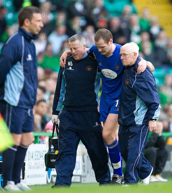 Kenny Deuchar limps off injured