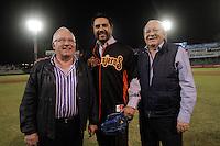 HOMANAJE A VINICIO CASTILLA. <br /> Enrique Mazon (c), Vinicio Castilla (c) y Arturo Leon Lerma (i), Durante el tercer juego de la serie entre  Venados de Mazatlan y  Naranjeros de Hermosillo  Vinicio Castilla recibió homenaje ademas de realizarte el retiro del numero nueve que uso con Naranjeros.Estadio Hectro Espino (*Photo:©Luis Gutierrez/NortePhoto*) .