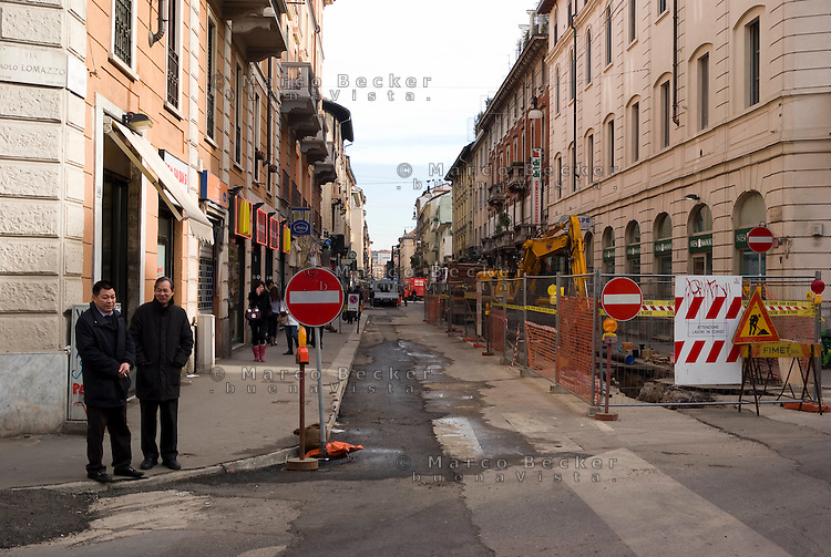 milano,  quartiere sarpi - chinatown. lavori in via paolo sarpi per la creazione di una zona a traffico limitato (ztl) --- milan, sarpi district - chinatown. works for the closing to traffic of paolo sarpi street