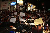 SAO PAULO - SP - 17 DE JUNHO DE 2013 -  MANIFESTAÇÃO/PASSE LIVRE, SAO PAULO - SP - 17 DE JUNHO DE 2013 - MANIFESTAÇÃO/PASSE LIVRE, manifestantes fecham na Av Paulista, zona oeste. FOTO: MAURICIO CAMARGO / BRAZIL PHOTO PRESS