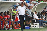 SANTA MARTA - COLOMBIA, 01-06-2019: Harlod Rivera técnico de Unión gesticula durante el partido por la fecha 5, cuadrangulares semifinales, de la Liga Águila I 2019 entre Unión Magdalena y Millonarios jugado en el estadio Sierra Nevada de la ciudad de Santa Marta. / Harold Rivera coach of Union gestures during match for the date 5 of the semifinal quadrangular as part Aguila League I 2019 between Union Magdalena and Millonarios played at Sierra Nevada stadium in Santa Marta city. Photo: VizzorImage / Gustavo Pacheco / Cont