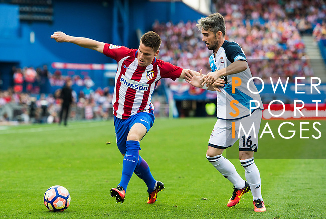 Kevin Gameiroof Atletico Madrid fights for the ball with Luisinho of Deportivo de la Coruna during their La Liga match between Atletico Madrid and Deportivo de la Coruna at the Vicente Calderon Stadium on 25 September 2016 in Madrid, Spain. Photo by Diego Gonzalez Souto / Power Sport Images