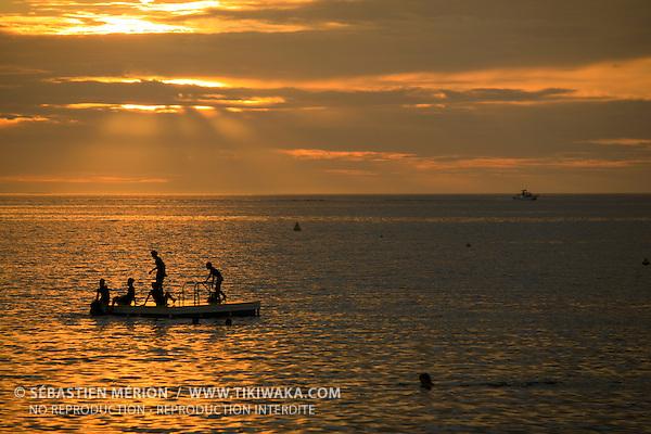 Coucher de soleil sur la Baie des Citrons, Nouméa