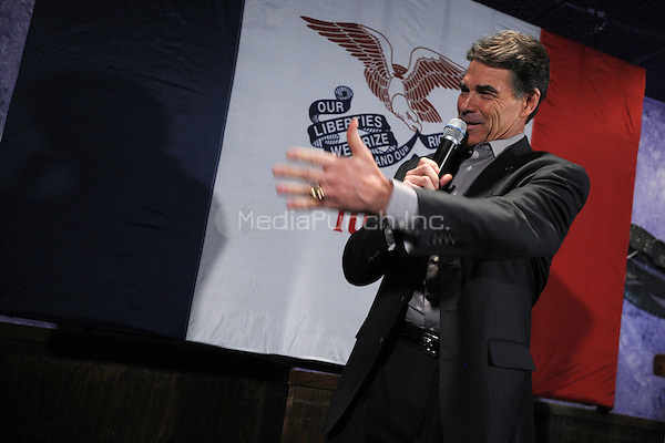 Republican presidential candidate Texas Gov. Rick Perry speaks to Iowa voters at Doughy Joey's pizza shop during the Iowa Caucuses. December 30, 2011 in Waterloo, Iowa. © mpi0/MediaPunch Inc.